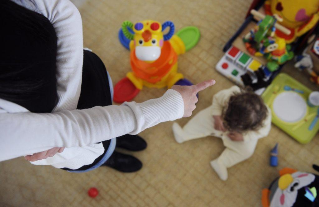 Roma, botte e insulti ai bimbi dell'asilo nido: due persone in manette