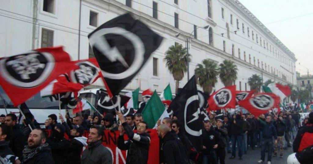Idranti su manifestanti CasaPound che protestano contro Ius Soli VIDEO