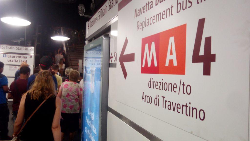 Roma, fumo in galleria nella metro A