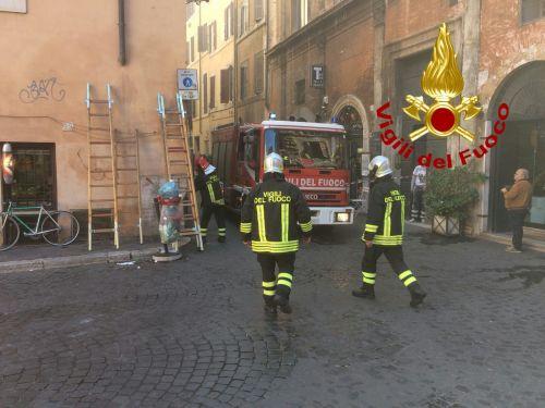 Via dei Coronari, in fiamme palazzo dove vive Gianni Rivera