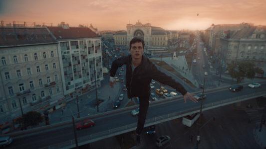 Una luna chiamata Europa, foto e recensione del film