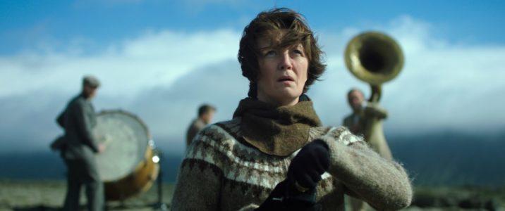 La donna elettrica, foto e recensione della favola eco islandese