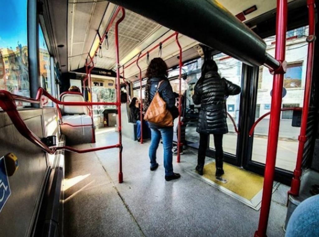 I trasporti di Roma e il Coronavirus, tra bus vuoti e metro piene
